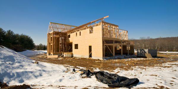 Budowa domu szkieletowego zimą